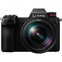 Panasonic LUMIX S1R with 24-105mm f/4 Lens